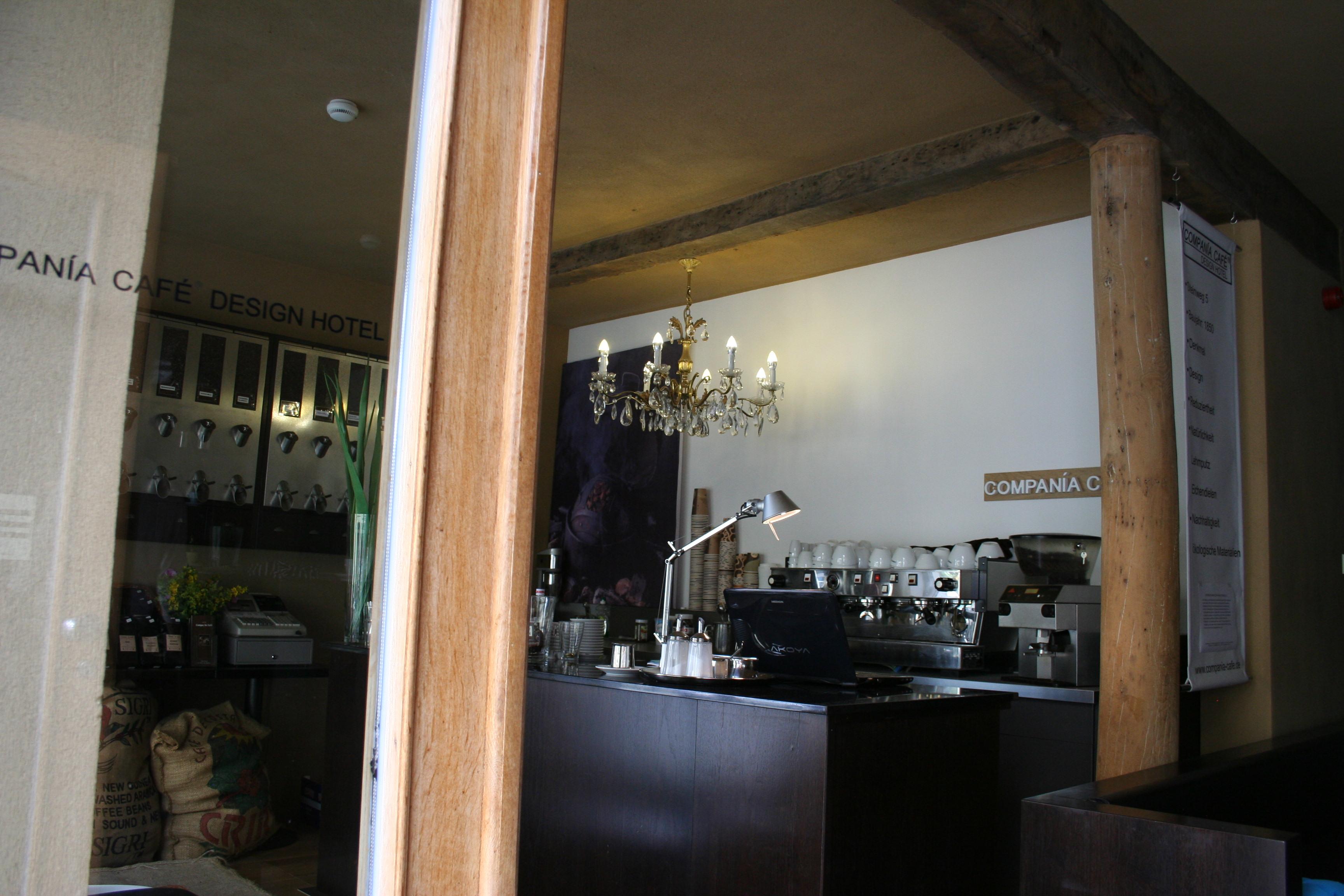 compan a caf design hotel caf bar kaffeehandel in. Black Bedroom Furniture Sets. Home Design Ideas